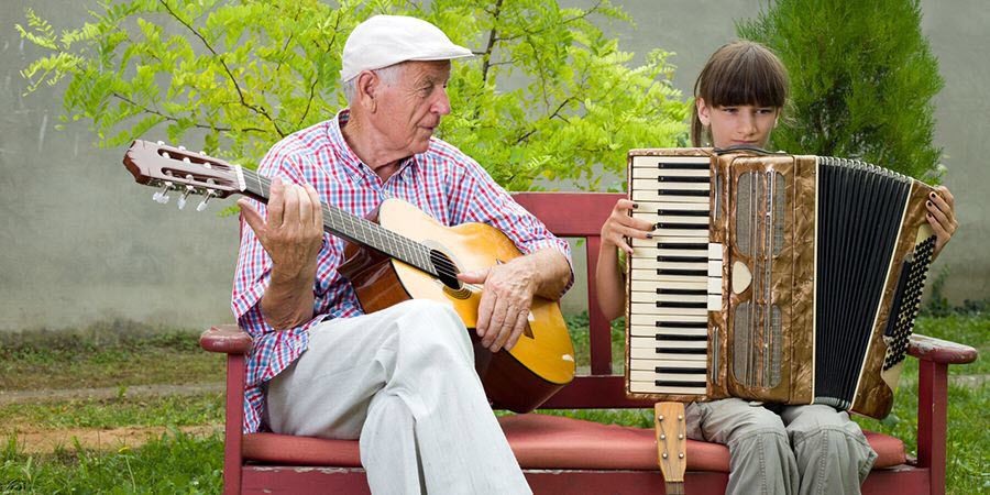 13 benefits of learning a musical instrument as we get older | 60plusclub.com.au